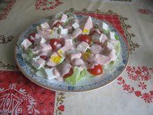 Sałatka z fetą, jajkiem i sosem paprykowym