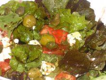 Salatka z feta,oliwkami,kaparem i reszta