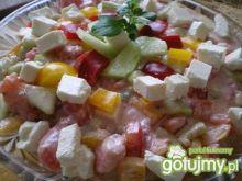 Sałatka z fetą, papryką i pomidorami