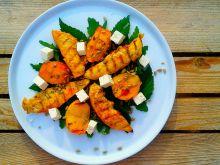 Sałatka z grillowaną brzoskwinią i kurczakiem