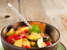 Sałatka z grillowaną cukinią i sosem