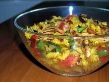 sałatka z grillowanych warzyw i kurczaka