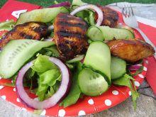 Sałatka z grillowanym kurczakiem w miodzie
