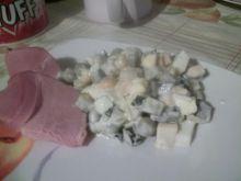 Sałatka z groszkiem i ogórkiem kiszonym