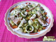 Sałatka z groszku i pieczonego mięsa