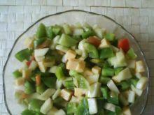 Sałatka z gruszek, papryki i sera