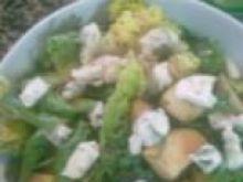 Sałatka z gruszką i gorgonzolą