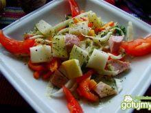 Sałatka z gruszką i kolorowym pieprzem