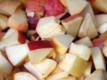 Sałatka z jabłek i bakalii