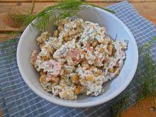 Sałatka z jaglanką i łososiem