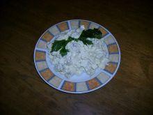 Sałatka z jajek i pieczarek.