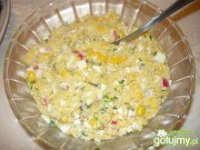 Sałatka z jajkiem i kaszą kuskus