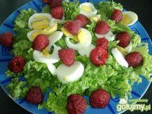 Sałatka z jajkiem i malinami