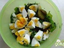 Sałatka z jajkiem i ogórkiem kiszonym