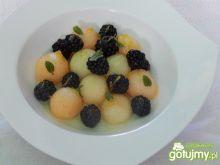 Sałatka z jeżynami i melonem