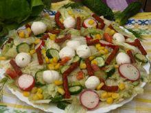 Sałatka z kabanosem i mozzarellą