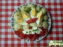 Sałatka z kalafiora i pomidorów.