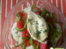 Sałatka z kalafiora, pomidorów i papryki