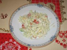 Sałatka z kapustą pekińską i żółtym serem