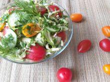 Sałatka z  młodej kapusty z warzywami