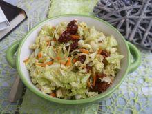 Sałatka z kapusty pekińskiej i suszonych pomidorów