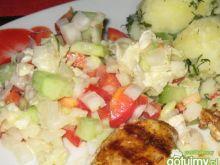 Sałatka z kapusty pekińskiej z warzywami