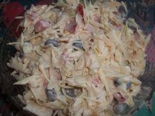 Sałatka z kapusty z dodatkiem jajka (do obiadu)