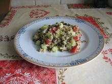 Sałatka z kaszą jaglaną, pomidorem i ogórkiem