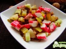 Sałatka z kaszy i paluszków karbowych