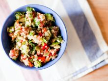Sałatka z kaszy quinoa z warzywami