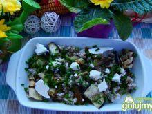 Sałatka z kaszy z grillowanym bakłażane