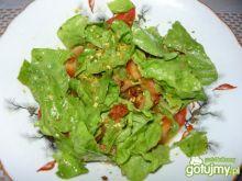 Sałatka z kiełbasą, pomidorem i sałatą