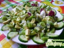 Sałatka z kiwi, avocado i ogórkiem