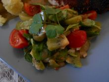 Sałatka z kiwi i winogronami