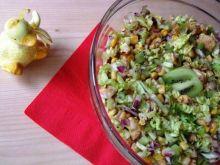 Salatka z kiwi, pekinka i kurczakiem