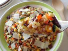 Sałatka z kolorowego ryżu z warzywami