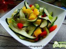 Sałatka z kolorowej papryki i cukinii