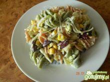 Sałatka z kolorowym makaronem 6
