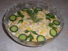 Sałatka z kukurydzą i brzoskwinią