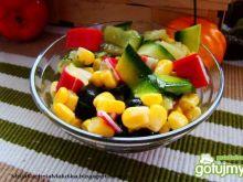 Sałatka z kukurydzy cukinii i paluszków