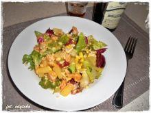 Sałatka z kurczaka z sosem miodowo-musztardowym