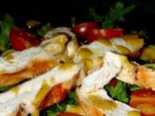 Sałatka z kurczaka z sosem musztardowym