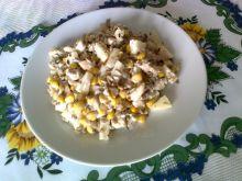 Sałatka z kurczakiem, ananasem i słonecznikiem