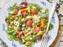 Sałatka z kurczakiem, arbuzem i brzoskwiniami