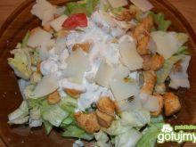 Sałatka z kurczakiem i grzankami 3