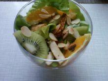 Sałatka z kurczakiem i owocami