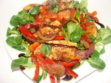 Sałatka z kurczakiem i sosem balsamicznym