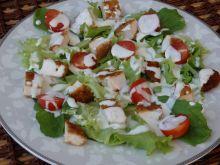 Sałatka z kurczakiem pod sosem czosnkowym