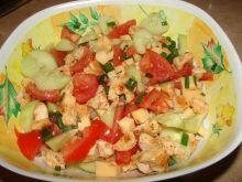 Sałatka z kurczakiem, pomidorkami oraz z serem