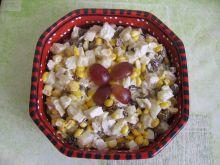 Sałatka z kurczakiem świeżym ananasem